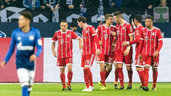 Bundesliga: Bayern lose, Schalke win