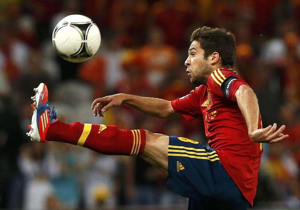 Barcelona close to sign Valencia's Jordi Alba